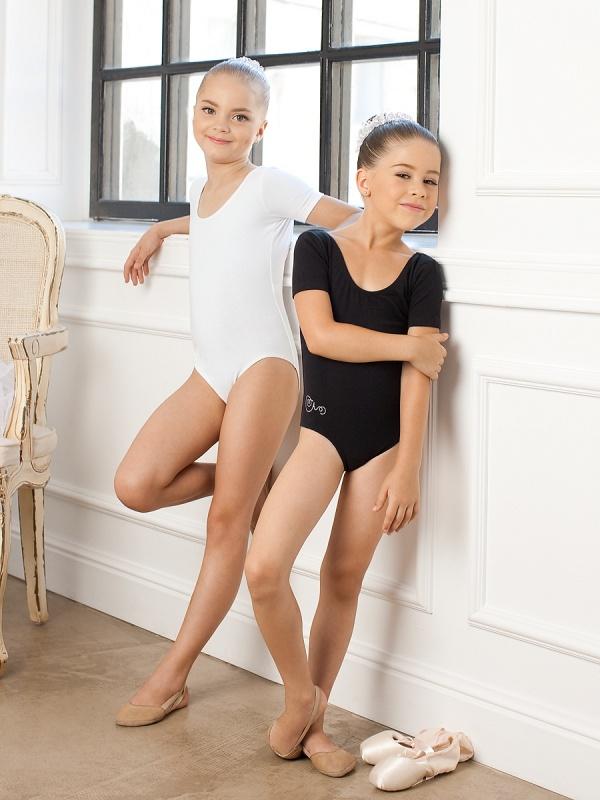 фото юнные гимнастки в белых трусиках.